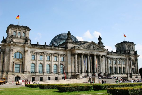 bundestag 1329910 1920 1024x683 600x403 - Deutscher Bundestag über 'Serbischen Nationalismus in Bosnien und Herzegowina'