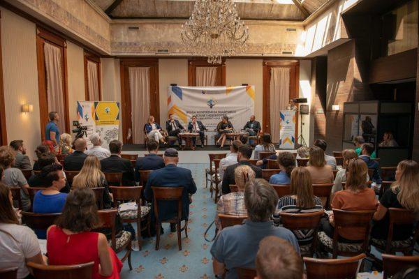 48125784832 df8b69e2db k 1024x684 600x400 - Druga konferencija dijaspore iz BiH pod nazivom 'Mladi i BiH: Koračajmo zajedno'
