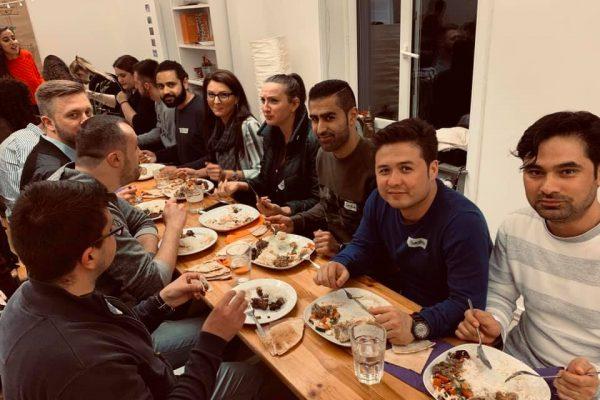 59893469 10219342953434973 4519016360939880448 n 600x400 - Impressionen - pangea | dinner – Von Bosnien bis Afghanistan – 11.05.2019 in Frankfurt am Main