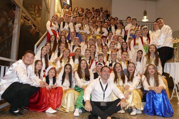 Elvis Baždarević sa folklornimsekcijama iz Mannheime Darmstadta Hanaua Geiesena Wetzlara i Frankfura 600x400 - Impresije - Noć Bosne i Hercegovine, 26.10.2019 u Offenbachu