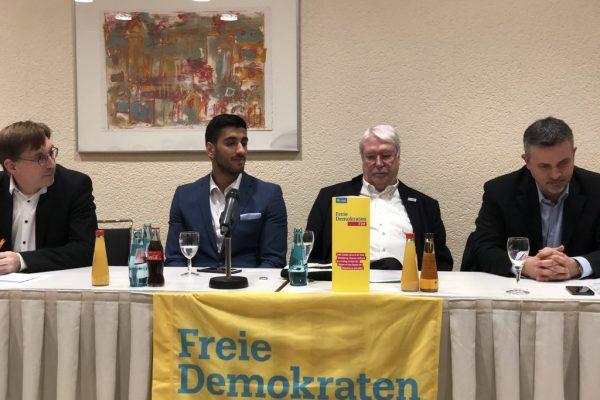 sa diskusije 1024x768 600x400 - Impresije – Politička diskusija u Frankfurtu: Mladi moraju govoriti i tako propagirati BiH u Europi